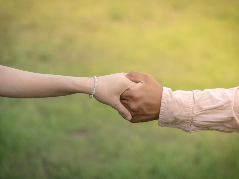 Gli anniversari di nozze: dalla carta al diamante